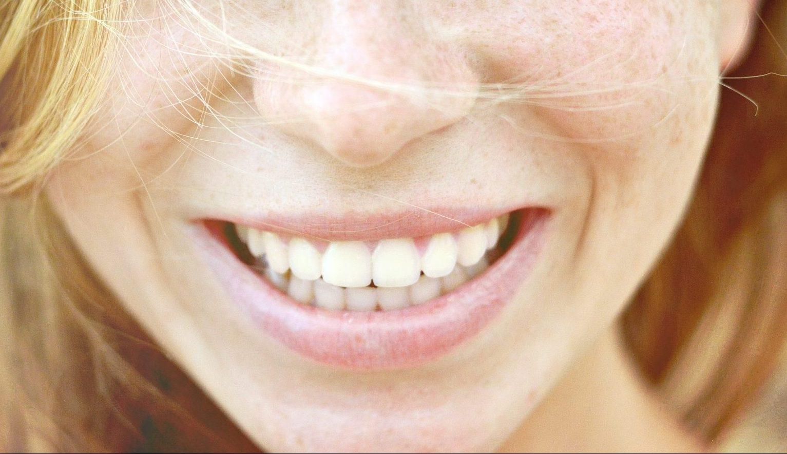 Deset korakov za zdrave zobe